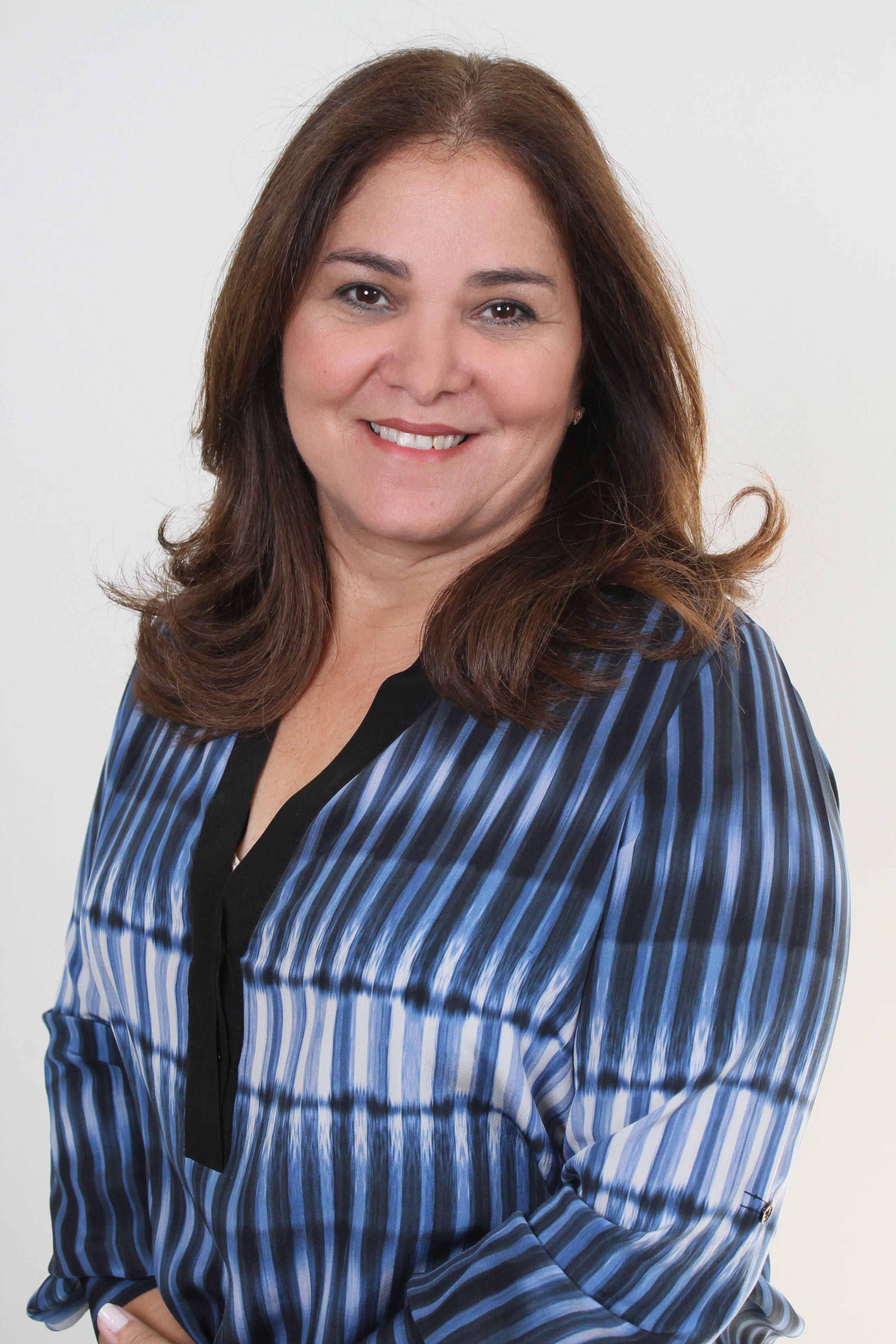 Grace Cochón de Solares, MBA,, Vicerrectora Administrativa