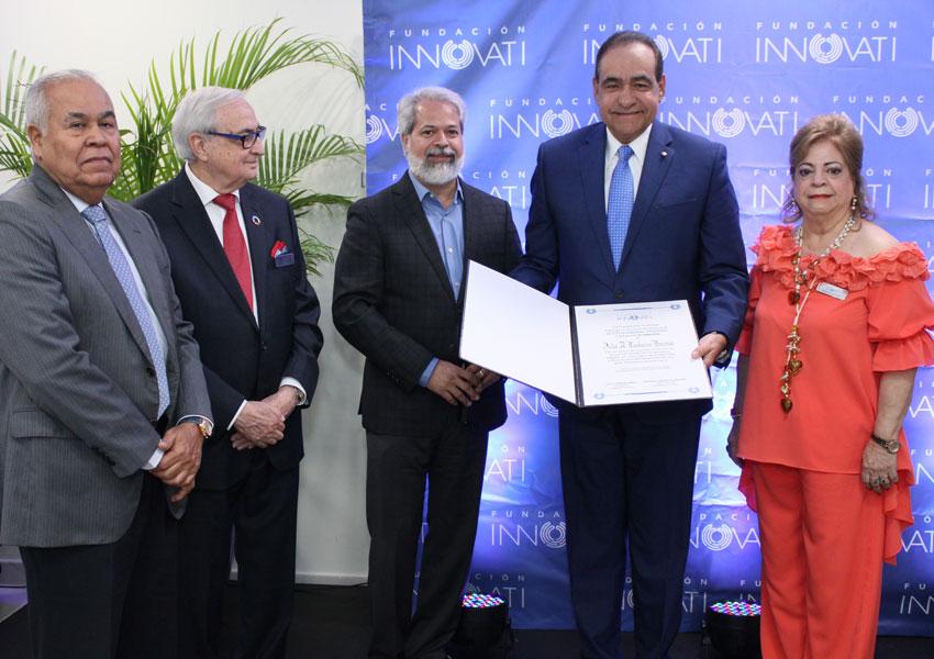 Rector Julio Amado Castaños Guzman es reconocido por la Fundación Innovati - UNIBE
