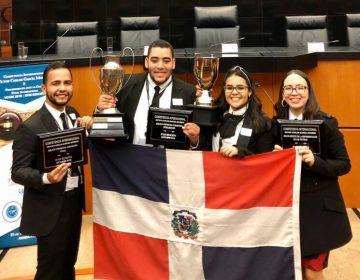 Estudiantes escuela de derecho se coronan campeones en competencia simulación judicial ante corte internacional en México