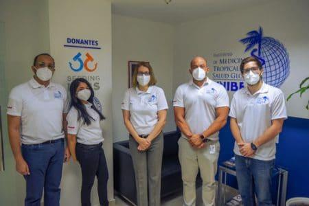 Parte del equipo de colaboradores del Instituto de Medicina Tropical y Salud Global.