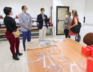 """Escuela de Arquitectura de Unibe entrega primera producción de piezas """"Faceshields"""""""