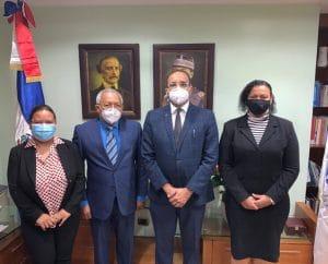 Representantes de Unibe realizan visita oficial al director general de Onapi