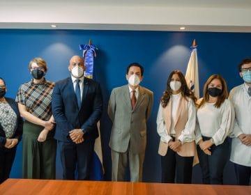 Embajador dominicano en Italia, visita las instalaciones del Instituto de Medicina Tropical y Salud Global de Unibe
