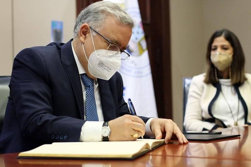 l embajador de República Dominicana en Turquía