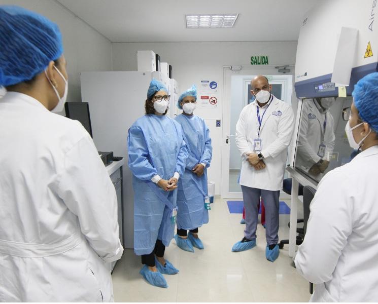 La viceministra durante su recorrido por los laboratorios que conforman el Imtsag