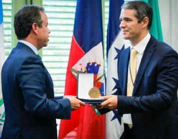 """Director de la Escuela de Arquitectura de Unibe es reconocido como """"Visitante distinguido de la ciudad de San Juan, Puerto Rico"""""""